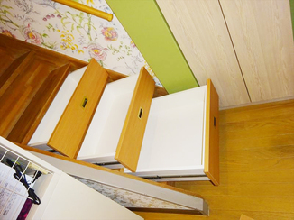 キッチンリフォーム 階段下にも収納スペースを造作