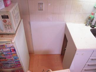小工事 天板をなくして空間を確保。お好みのサイズの洗濯機も置けるスペースに