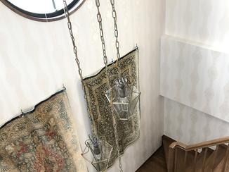 内装リフォーム エレガントさを残しつつ、カーペットも栄えて明るくなった壁紙