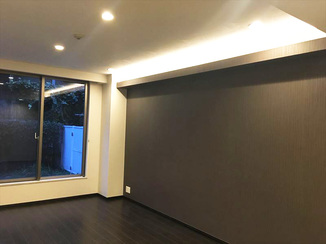 マンションリフォーム 間接照明がアクセント!床やクロスにこだわり、好みの内装となったマンションリフォーム