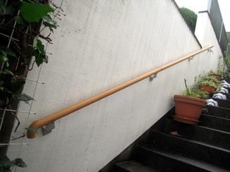 エクステリアリフォーム 階段の上り下りが楽になり安心できる手すり