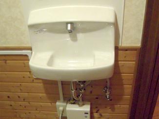 トイレリフォーム お湯が出るようになり冬場でも使いやすくなった手洗器