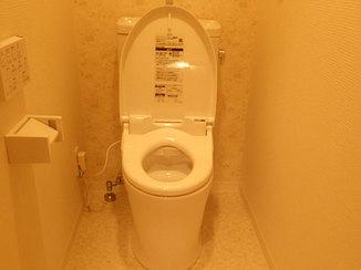 トイレリフォーム アクセントクロスでおしゃれに、メンテナンスもしやすいトイレ