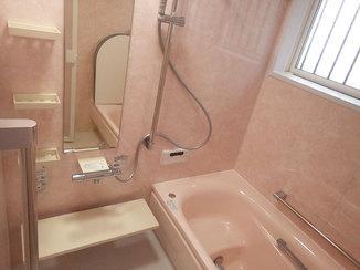 バスルームリフォーム 窓もあわせて取り換えて、冬でも温かいバスルーム
