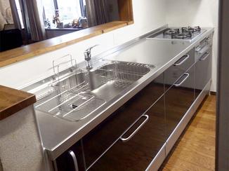 キッチンリフォーム 食器棚を増やすことで収納力が上がり使い勝手がよくなったキッチン