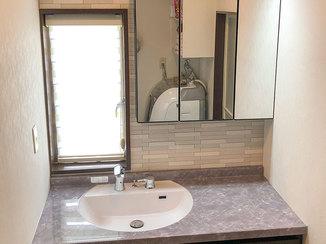 洗面リフォーム 明るくおしゃれでタッチレス水栓が便利な洗面所