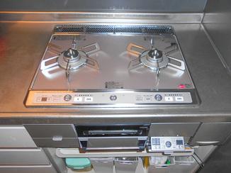 キッチンリフォーム 最新式の安心して料理できるレンジフード&ガスコンロ