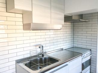 キッチンリフォーム こだわりのタイル仕上げで高級感のあるキッチン