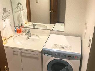 内装リフォーム 壁紙を張り替えて気分を一新した洗面所