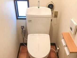 エクステリアリフォーム シャッター解体とトイレ2室リフォーム