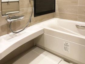 バスルームリフォームテレビと音楽が楽しめる高級感のある浴室