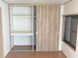 内装リフォーム3枚連動引戸のクローゼットに沢山収納できる部屋