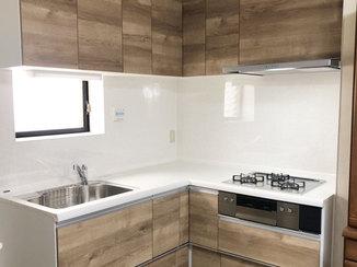 キッチンリフォーム 収納力が上がり、明るくなったL型キッチン