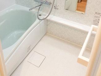 バスルームリフォーム メーカーと配色をそろえて統一感をもたせた水廻り