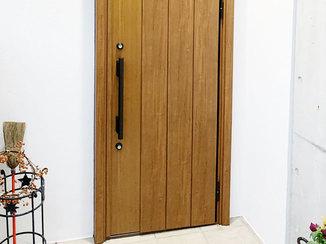 エクステリアリフォーム 見違えるほどきれいになった玄関まわりとドア