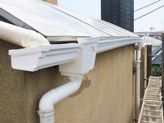 エクステリアリフォーム 落ち葉のたまりにくい雨樋と、雨から洗濯物を守る屋根