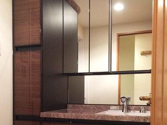 洗面リフォーム 4面鏡が使いやすい、高級感のある洗面台