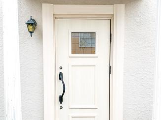 エクステリアリフォーム ステンドグラスが彩るエレガントな玄関ドア