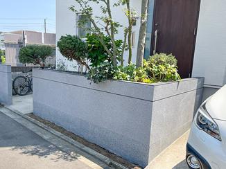エクステリアリフォーム 外壁にあわせてカッコよく塗装した塀