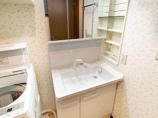 洗面リフォーム 収納しやすい洗面台と、水漏れを解消し一新したトイレ