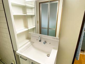 洗面リフォーム 収納が増え使いやすくなった洗面所と、清潔なトイレ