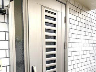エクステリアリフォーム スマートフォンで鍵が開く、通風機能付き玄関ドア
